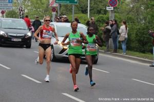 Weltrekordhalterin Paula Radcliffe im roten Trikot