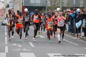 Der spätere Gewinner mit der Nummer 7 in einer Läufergruppe